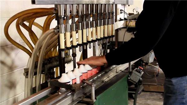 اعلی معیار کی خودکار ٹوالیٹ بلیچ بھرنے والی مشین۔