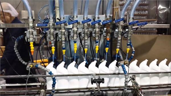 مکمل خودکار ٹوالیٹ کلینر بلیچ لکیری قسم بھرنے والی مشین۔