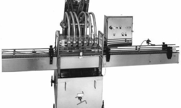 پی ایل سی کنٹرول شدہ پسٹن سبزیوں کا تیل بھرنے والی مشین۔